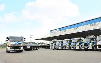 トラック・貨車輸送 写真